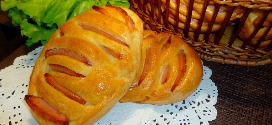 Пирожки с колбасой